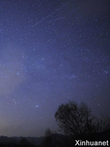 The Leonid meteor shower could be seen clearly in Miyun county of Beijing on Nov. 18, 2009.