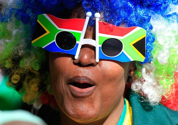 A supporter of 2010 South Africa World Cup wears goggles with the colors the South African flag in Rustenburg, South Africa, Wednesday, June 9, 2010. (Photo Source: gb.cri.cn)