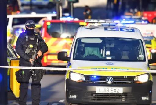 英首相视察伦敦桥事件案发地 誓言要严惩犯罪分子