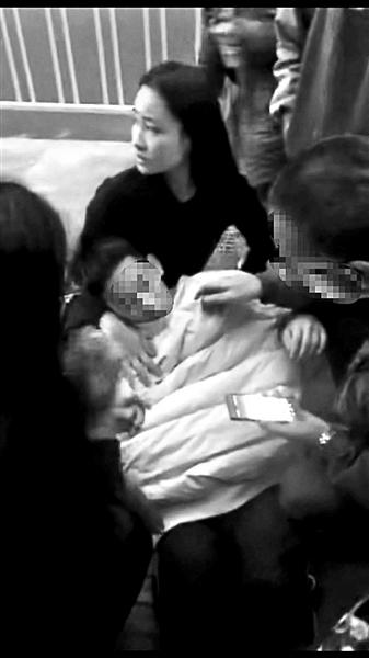 昆明女護士街頭救治少年 曾接受希望工程救助