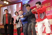 互动环节 嘉宾学跳《江南style》