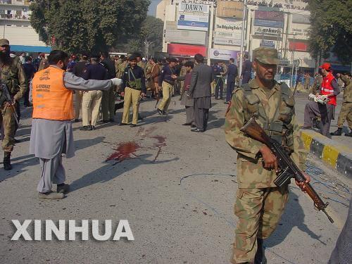 مصرع خمسة واصابة 26 اخرين بجراح فى تفجير انتحارى فى بيشاور بباكستان