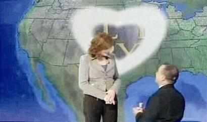 坎宁安闯入直播间求婚并得到背景大屏幕与背景音乐