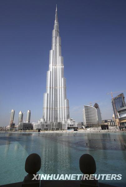 [视频][迪拜]世界第一高楼哈利法塔正式亮相