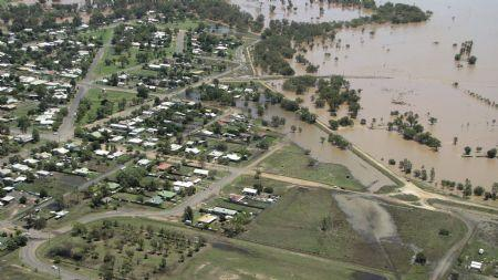 Flood waters are seen on the edge of the town of Coonamble, 570km (355 miles) northwest of Sydney, in this handout photo taken January 4, 2010. (Xinhua/Reuters Photo)