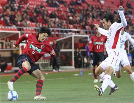 第42分钟,鹿岛鹿角队队长中田浩二利用任意球机会抢点头槌破门,而之前