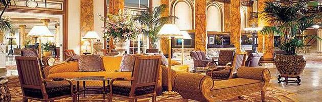 The Fairmont San Francisco hotel presents an awe-inspiring picture of historic San Francisco.