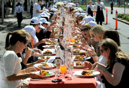 People have lunch at the World's Longest Lunch event in Melbourne March 12, 2010. Around 900 people lunched on the 400 metre (1,312 ft) long table as part of the annual Melbourne Food and Wine Festival.  [Agencies]