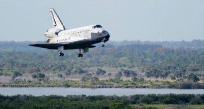TheSpaceShuttleDiscoverylandsattheKennedySpaceCenterinCapeCanaveral,FloridaApril20,2010.(Photo:ChinaDaily/Agencies)