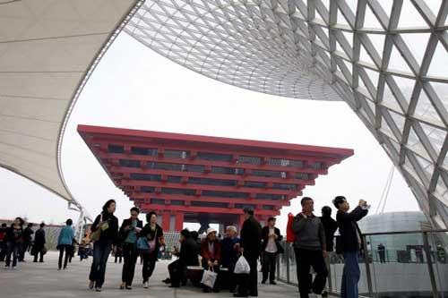 Visitors take a tour in front of the China Pavilion in the World Expo Park in Shanghai, east China, on April 23, 2010. The World Expo Park conducts its third trial operation on Friday. There will be a total of six trial operations before the World Expo kicks off on May 1.(Xinhua/Liu Ying)