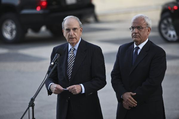 U.S. envoy to the Middle East George Mitchell delivers a speech before his meeting with Palestinian President Mahmoud Abbas in the West Bank city of Ramallah, April 23, 2010. (Xinhua/Fadi Arouri)