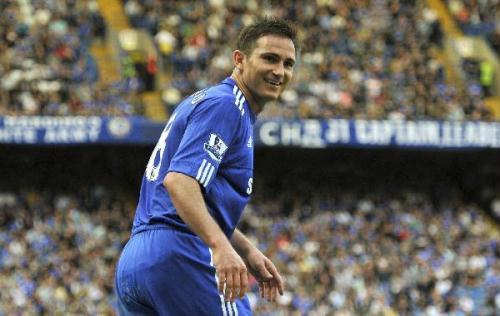 Chelsea'sFrankLampardsmilesduringtheirEnglishPremierLeaguesoccermatchagainstStokeCityatStamfordBridgeinLondonApril25,2010.ChelseabeatsStoke7-0.(Xinhua/ReutersPhoto)