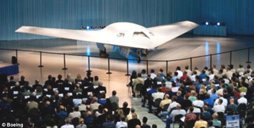 Boeing's newest research aircraft gets a public unveiling in St. Louis, the United States, May 11, 2010. With a creepy look, it's called the Phantom Ray, words very suited to its future spying role and its sleek lifting-body shape. (Source: Boeing.com)