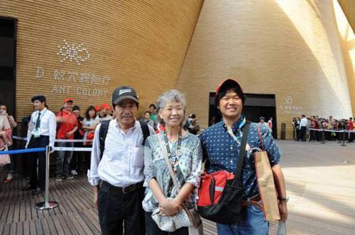 '世博奶奶'的事迹早已在上海家喻户晓,观众们认出后纷纷惊呼