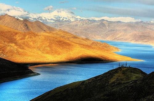 Fortravelers,Tibet(Tibetan:བོད་;Chinese:西藏;Pinyin:XīZàng)iswithoutdoubtoneofthemostremarkableplacestovisitinAsia.Itoffersfabulousmonasterysights,breathtakinghigh-altitudetreks,stunningviewsoftheworld'shighestmountainsandoneofthemostlikeablepeoplesyouwillevermeet.