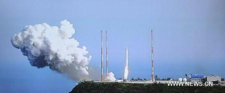 South Korean two-stage satellite-carrier Naro-1, or the Korea Space Launch Vehicle-1 (KSLV-1), lifts off from the Naro Space Center in South Jeolla Province, about 485 kilometers south of Seoul, South Korea, June 10, 2010. South Korea launched Naro-1, a locally assembled space rocket Thursday, but contact with the rocket was lost only 137 seconds after the takeoff. (Xinhua/Yonhap)