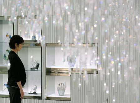A cafe located in the second floor of Swarovski's flagship store on the Chuo-dori Avenue of Ginza in Tokyo is decorated by all kinds of crystal accessories. The cafe will be opened to public from June 12 to July 11, 2010. (Xinhua/AFP Photo)