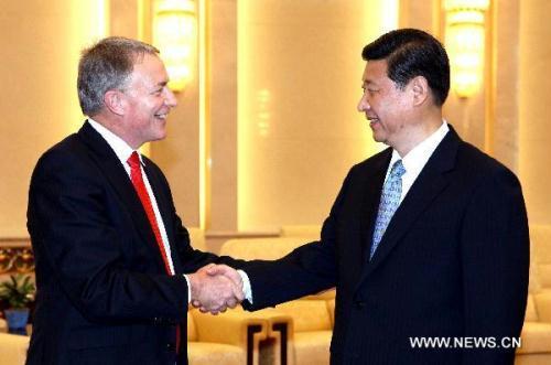 ChineseVicePresidentXiJinping(R),whoisalsoamemberoftheStandingCommitteeofthePoliticalBureauoftheCommunistPartyofChina(CPC)CentralCommittee,shakeshandswithNewZealand'sLabourPartyleaderPhilGoffduringameetinginBeijing,China,June10,2010.(Xinhua/YaoDawei)