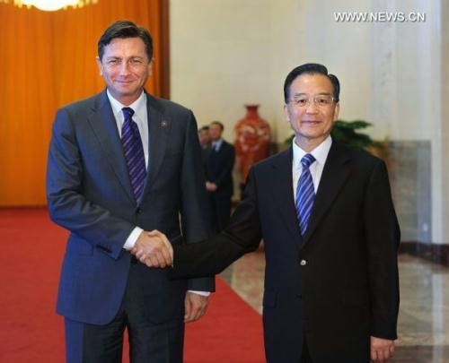 Chinese Premier Wen Jiabao (R) meets with Slovenian Prime Minister Borut Pahor at the Great Hall of the People in Beijing, capital of China, June 23, 2010.(Xinhua/Li Tao)