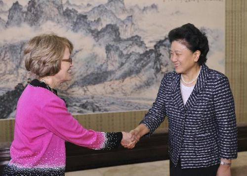 Chinese State Councilor Liu Yandong (R) meets with President of the University of Michigan (U-M) Mary Sue Coleman in Beijing, July 1, 2010.(Xinhua/Huang Jingwen)