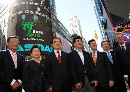 Li Baodong (L3), the Chinese ambassador to the UN, Peng Keyu (R2), China's consul general in New York, Chinese pianist Lang Lang (L4), who is also a goodwill ambassador of the Shanghai Expo, and Robert McCooey (R3), Senior Vice President of New Listing and Capital Markets of NASDAQ OMX, stand for group photo in front of a screen at Nasdaq in New York, July 2, 2010. Lang Lang rang the bell for the opening of Nasdaq Friday to promote the ongoing Shanghai World Expo. (Xinhua/Shen Hong)