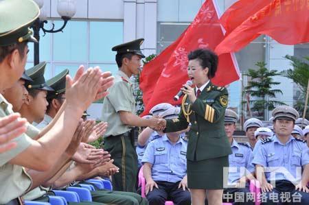 姚林辉用歌声向战友们致敬