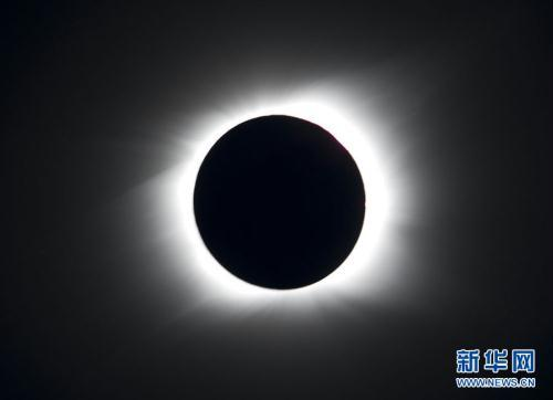 The sun is seen partially covered by the moon on Easter Island, 3700 km off the Chilean coast in the Pacific Ocean, July 11, 2010. A total solar eclipse drew an 11,000-kilometer (6,800-mile) arc over the Pacific Sunday, plunging remote isles into darkness in a heavenly display climaxing on mysterious Easter Island.(Xinhua/Reuters Photo)