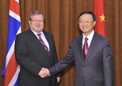 Chinese Foreign Minister Yang Jiechi (R) shakes hands with Icelandic Foreign Minister Ossur Skarphedinsson in Beijing, capital of China, July 12, 2010.(Xinhua/Huang Jingwen)