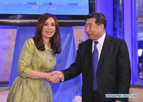 Chinese Vice Premier Hui Liangyu (R) meets with Argentine President Cristina Fernandez de Kirchner prior to a luncheon of Chinese and Argentine entrepreneurs in Beijing, capital of China, July 13, 2010.(Xinhua/Huang Jingwen)