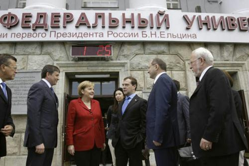 "Russia's President Dmitry Medvedev (3rd R) and German Chancellor Angela Merkel (3rd L) arrive for session of the Russian-German forum ""St. Petersburg Dialogue"" in Urals city, Yekaterinburg, July 15, 2010. (Xinhua/Reuters Photo)"