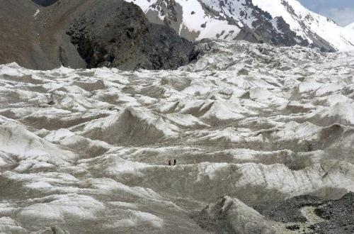 Photo taken on July 15, 2010 shows the landscape of the glacier in Qilian Mountains in Sunan, northwest China's Gansu Province. Due to climate change, the largest valley glacier in Qilian Mountains has melted more than 300 meters in recent 50 years. (Xinhua/Lian Zhenxiang)