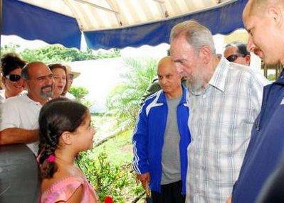 Photo:FormerCubanleaderFidelCastro(M)visitedNationalAquariumonThursday.(CNTV.cn)