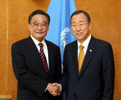 Wu Bangguo (L), chairman of the Standing Committee of China's National People's Congress (NPC), meets with Secretary-General of the United Nations Ban Ki-Moon in Geneva, Switzerland, July 19, 2010.(Xinhua/Ju Peng)