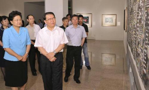 Li Changchun (R, front), a member of the Standing Committee of the Political Bureau of the Central Committee of the Communist Party of China, visits a special exhibition to commemorate late Chinese artist Wu Guanzhong at the National Art Museum of China in Beijing, July 20, 2010. Wu, a master of Chinese painting, passed away in Beijing at the age of 91 on June 25.(Xinhua/Huang Jingwen)