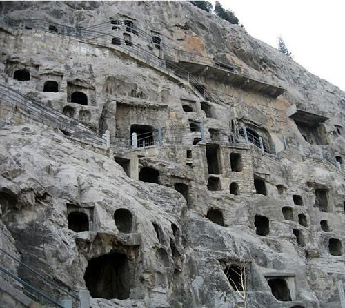 The World Heritage-listed Longmen Grottoes in central China's Henan Province re-opened to tourists Tuesday, three days after floods forced authorities to close the site.