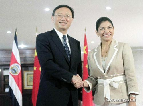 Costa Rica's President Laura Chinchilla Miranda (R) meets with Chinese Foreign Minister Yang Jiechi in San Jose, Aug. 1, 2010.(Xinhua/Gabriela)