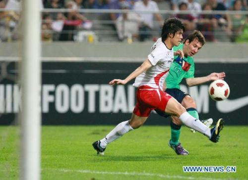 Barcelona's Lionel Messi (R) vies for the ball during a friendly match against South Korea's K-League All-Star soccer team in Seoul, South Korea, Aug. 4, 2010. (Xinhua/Park jin-hee)
