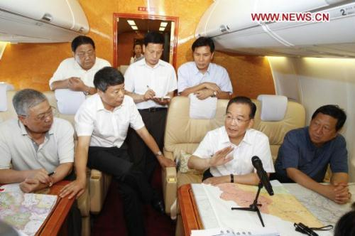Chinese Premier Wen Jiabao speaks during an urgent meeting on disaster relief of the landslide-hit Zhouqu County during the flight en route to the site, Aug. 8, 2010. Wen Jiabao Sunday left Beijing for landslide-hit Zhouqu County, Gannan Tibetan Autonomous Prefecture in northwestern Gansu Province.(Xinhua/Li Xueren)