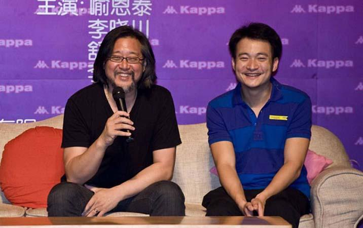 "Stan Lai (left) and actor Yu Entai promote the play ""Love on a Two-Way Street"" in Beijing on July 28, 2010. [Photo: CFP]"
