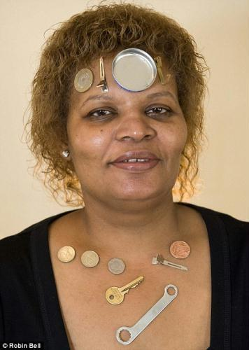 Attraction:BrendaAllison,50,issomagneticallychargedthatmetalobjectsincludingcoins,keysandeventinlidssticktoherforupto45minutes