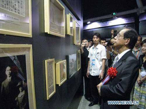 Former Japanese Prime Minister Yasuo Fukuda visits an exhibition on Sun Yat-sen and Umeya Shokichi held at the Japan Pavilion of the 2010 World Expo in Shanghai, east China, Aug. 24, 2010. The exhibition kicked off Tuesday, presenting more than 70 pieces of historical materials, some of which were shown in China for the first time. (Xinhua/Hao Liying)