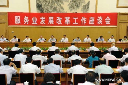 ChineseVicePremierLiKeqiangaddressesataworkingconferenceaboutthedevelopmentandreformoftheserviceindustryinChinainBeijing,capitalofChina,Aug.26,2010.(Xinhua/LiTao)