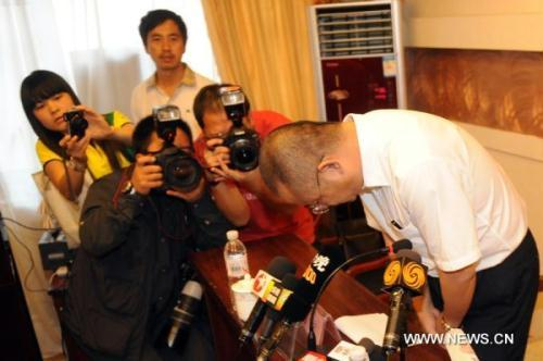 Liu Hang, Chairman of the Auditing Committee of Henan Airlines, bows to apologize in the press conference in Yichun, northeast China's Heilongjiang Province, Aug. 26, 2010. The air crash in Yichun late Tuesday killed 42 while the remaining 54 surviving the fiery disaster.(Xinhua/Li Yong)