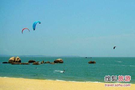 Kite surfing, a way to get a natural high in Xiamen
