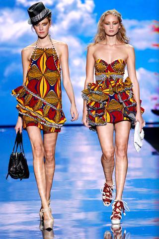 欧美 纽约/在纽约时装周上,L.A.M.B.设计师Stefani将印花与非洲元素融合在...