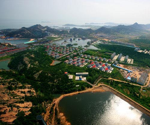 采访团了解到,西霞口村拥有众多个第一头衔:全国第一家村办一类