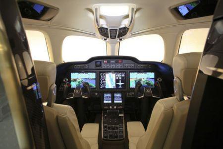飞机驾驶舱内饰