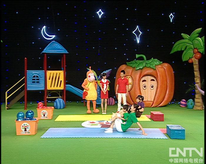 西瓜桔子做游戏划船运小球