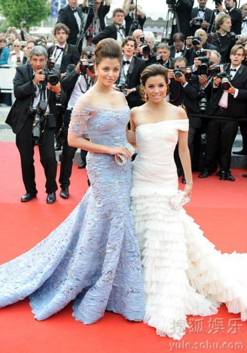 艾丽西亚 伊娃/主妇伊娃和艾丽西亚这次是作为某化妆品的代言人出现的