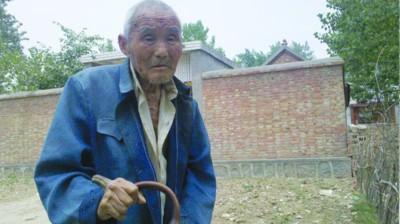百岁老人手背长角10年